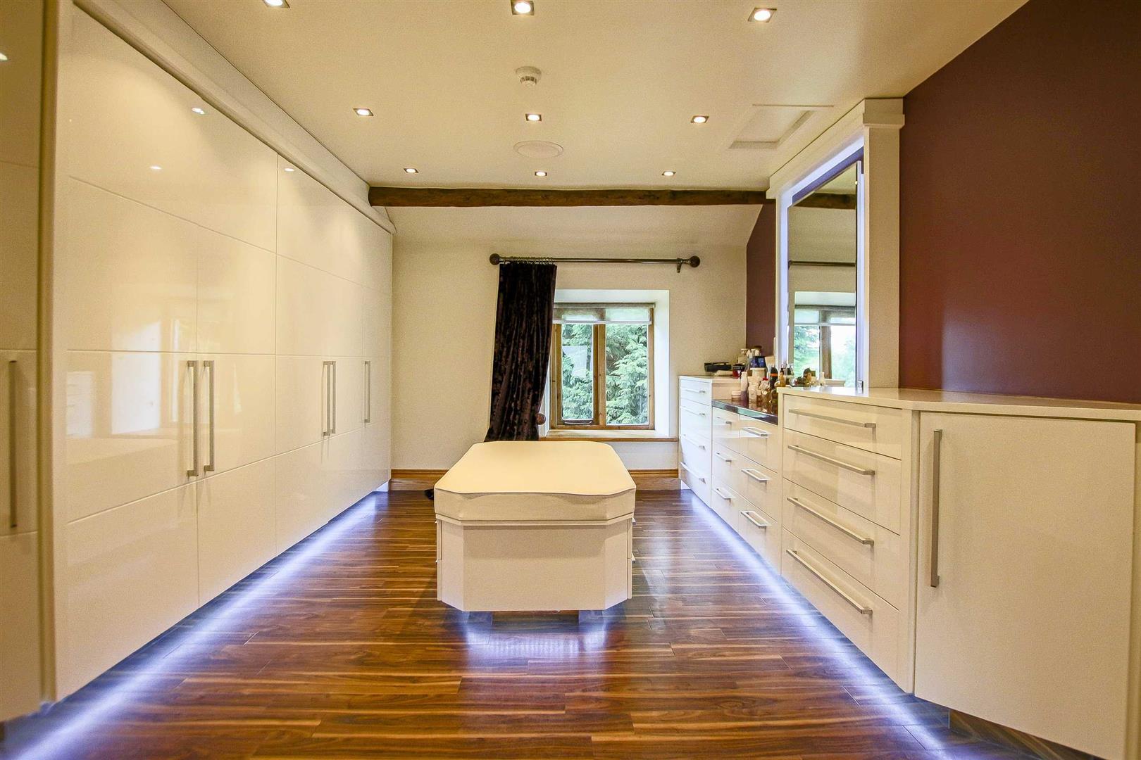 5 Bedroom Cottage For Sale - Image 6